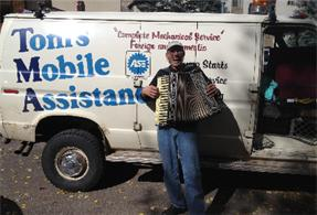 Tom's Mobile Accordion-Entertaining the Customers